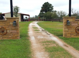 carmel lueders, lueders, natural stone, ashlar, stone yard houston, stone gate, stone entrance, ranch gate, ranch entrance